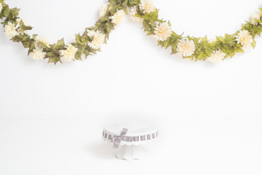 Floral Milestone & Cake-smash Simple Minimalist portraits
